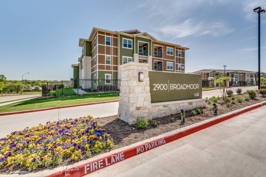 2900 Broadmoor Apartments