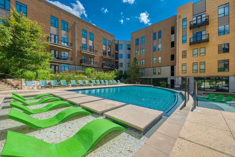 River House Apartments' Swimming Pool